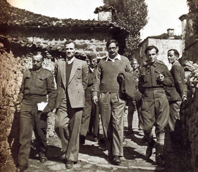 Ο Κωνσταντίνος Ι. Δεσποτόπουλος, ως σύμβουλος του στρατηγού Σαράφη, με τον Γιαννη Ζέβγο τον Θ. Τσάτσο και τον Π. Ρούσσο.