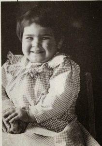 frida-khalo-2-anos-1909
